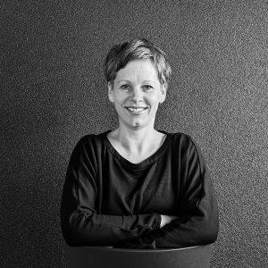 Hirn, Holz und Herz: der Schreiner-Podcast von liebwerk. Mit Julia und Roland am Mikrofon.